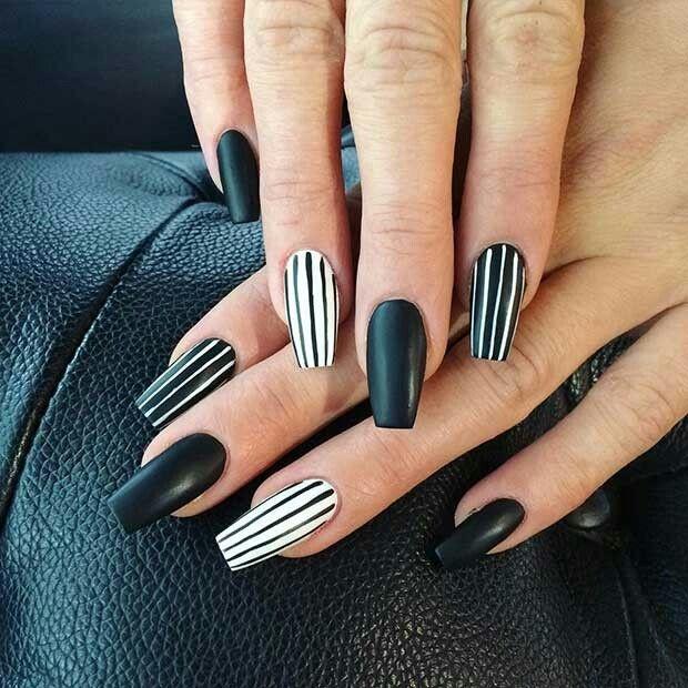 Diseños de uñas acrílicas para el año nuevo 2021