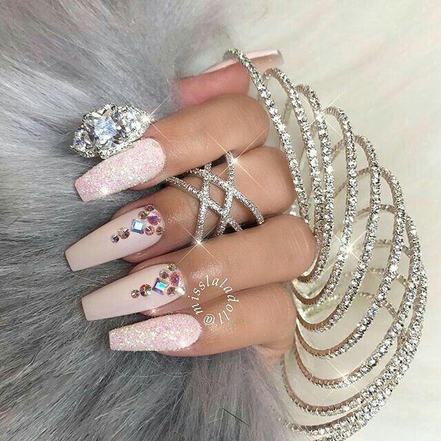 Decoraciones de uñas acrílicas
