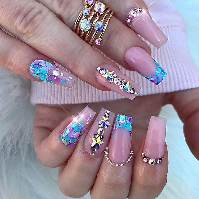 Imágenes de uñas acrílicas decoradas