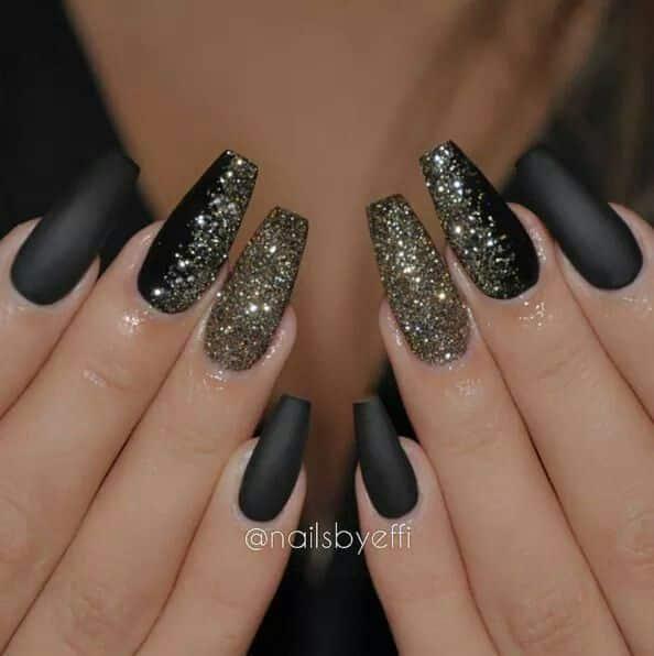 Uñas acrílicas negras