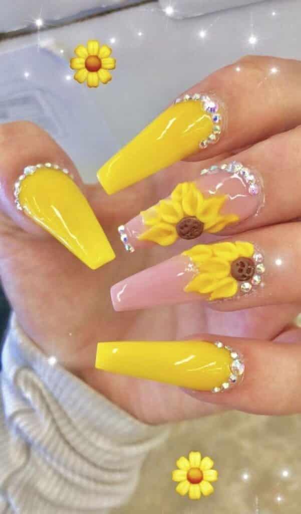 Girasoles en uñas acrílicas